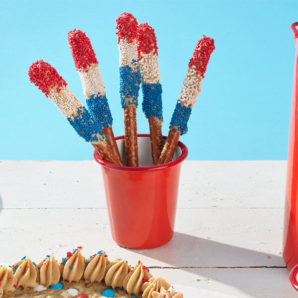 Easy PB 'n' White Chocolate 4th of July Pretzels – Recipes
